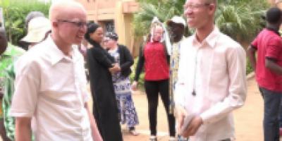 Au Burkina Faso, les personnes albinos disent non au cancer de la peau