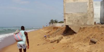 Togo : l'érosion côtière fait des ravages à Lomé