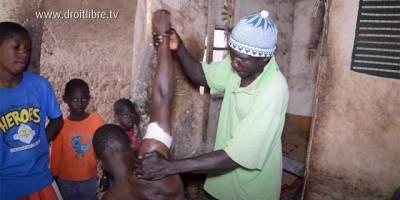 La famille NIARE de Bamako : Le massage pour soulager les traumatismes physiques